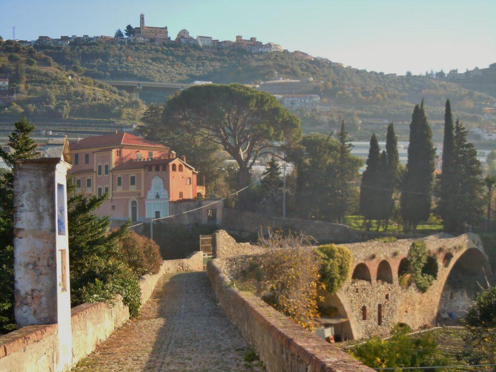 Il ponte medievale di Taggia, Villa Curlo e Castellaro