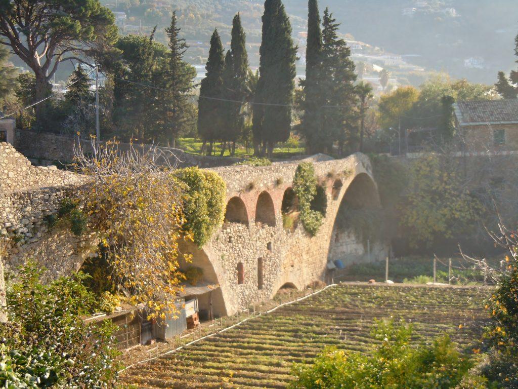 Primi archi verso Levante del ponte medievale di Taggia